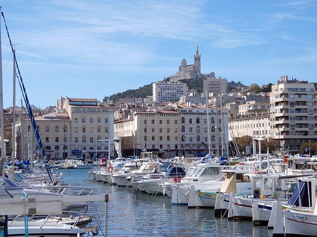 Séjour en amoureux : pourquoi ne pas visiter Marseille ?